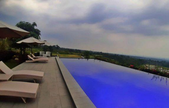 villa-trawas-kolam-renang15