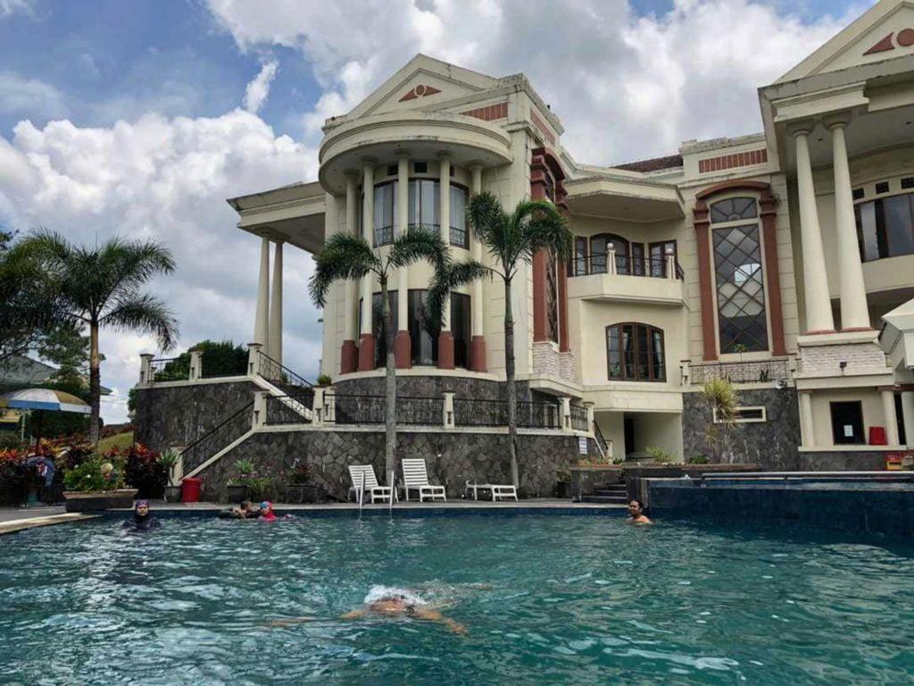 Villa trawas murah